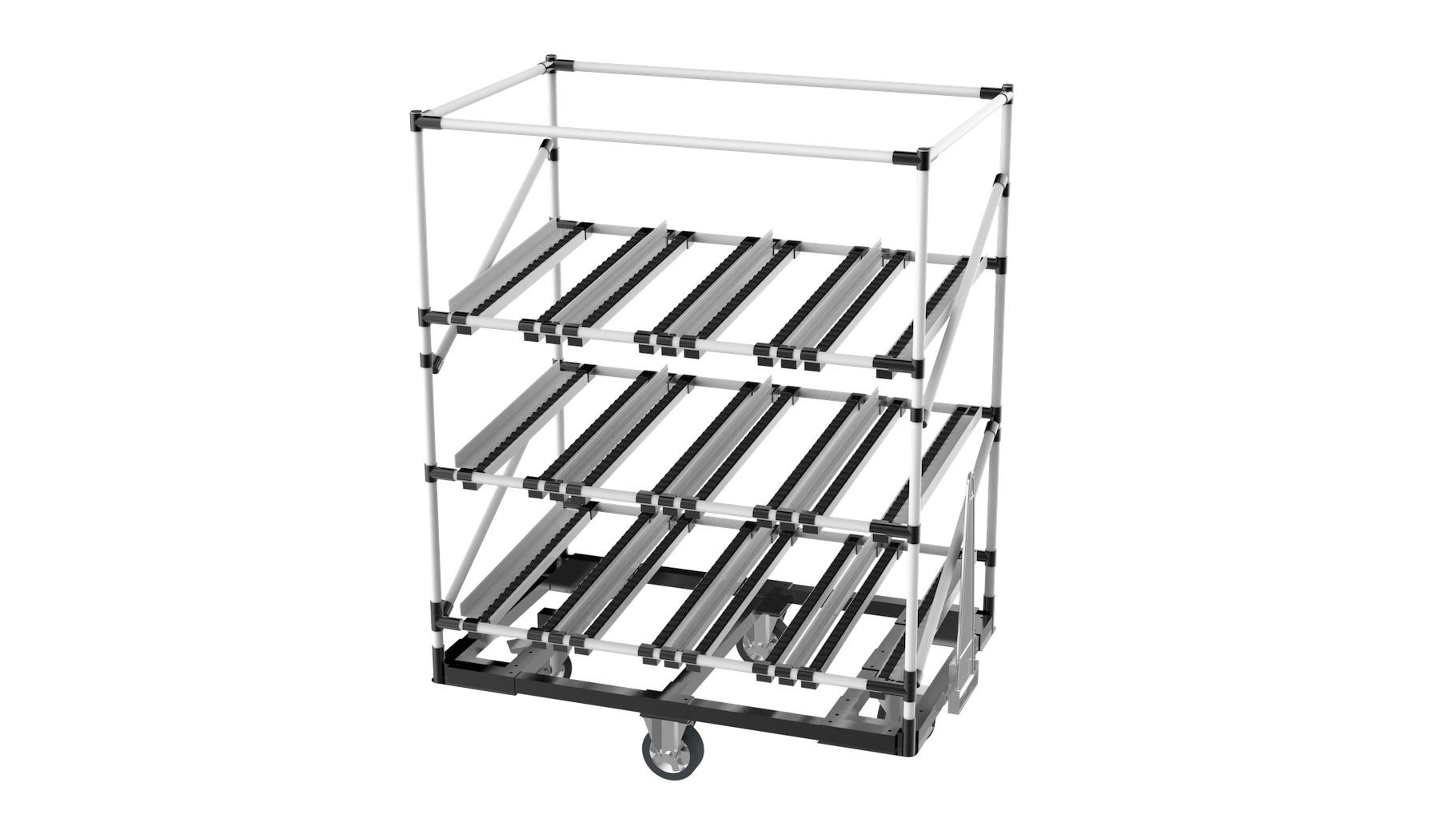 Agriculture - Chariot tractable monotrace type flow rack. Composé de 3 niveaux d'approvisionnement avec rails à galets. Idéal pour l'acheminement des composants d'une étape à l'autre de la production. Timon et accroche timon pour une formation « petit train ».